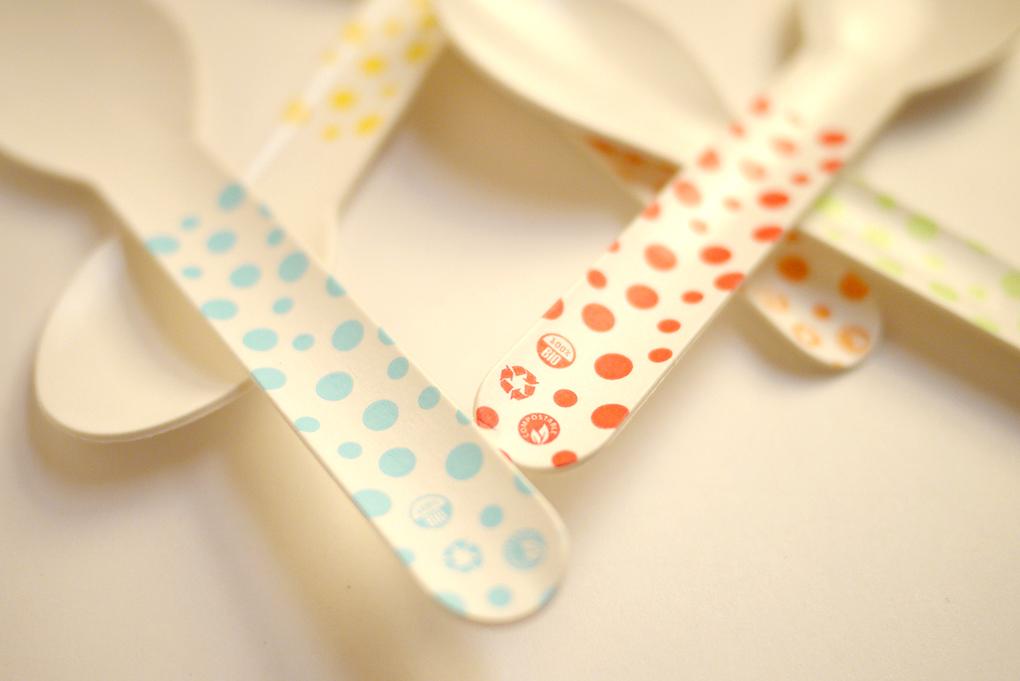 Cucharitas y pajitas de papel